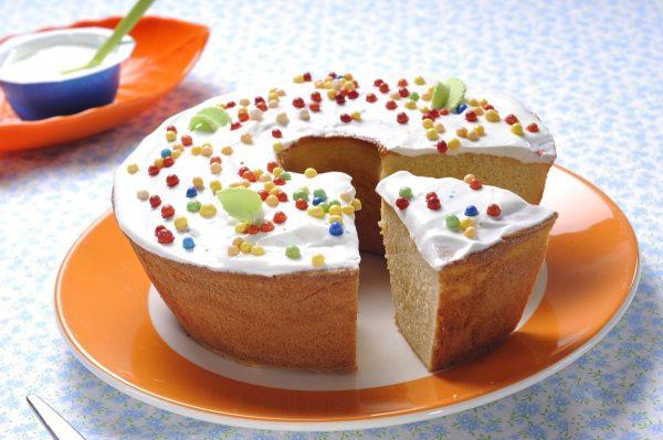bolo de iogurte grego colorido
