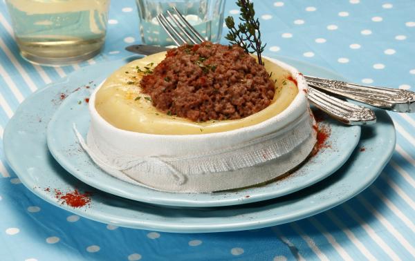 queijo da serra com carne