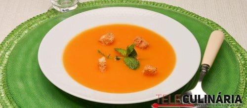 Sopa de abóbora com hortelã
