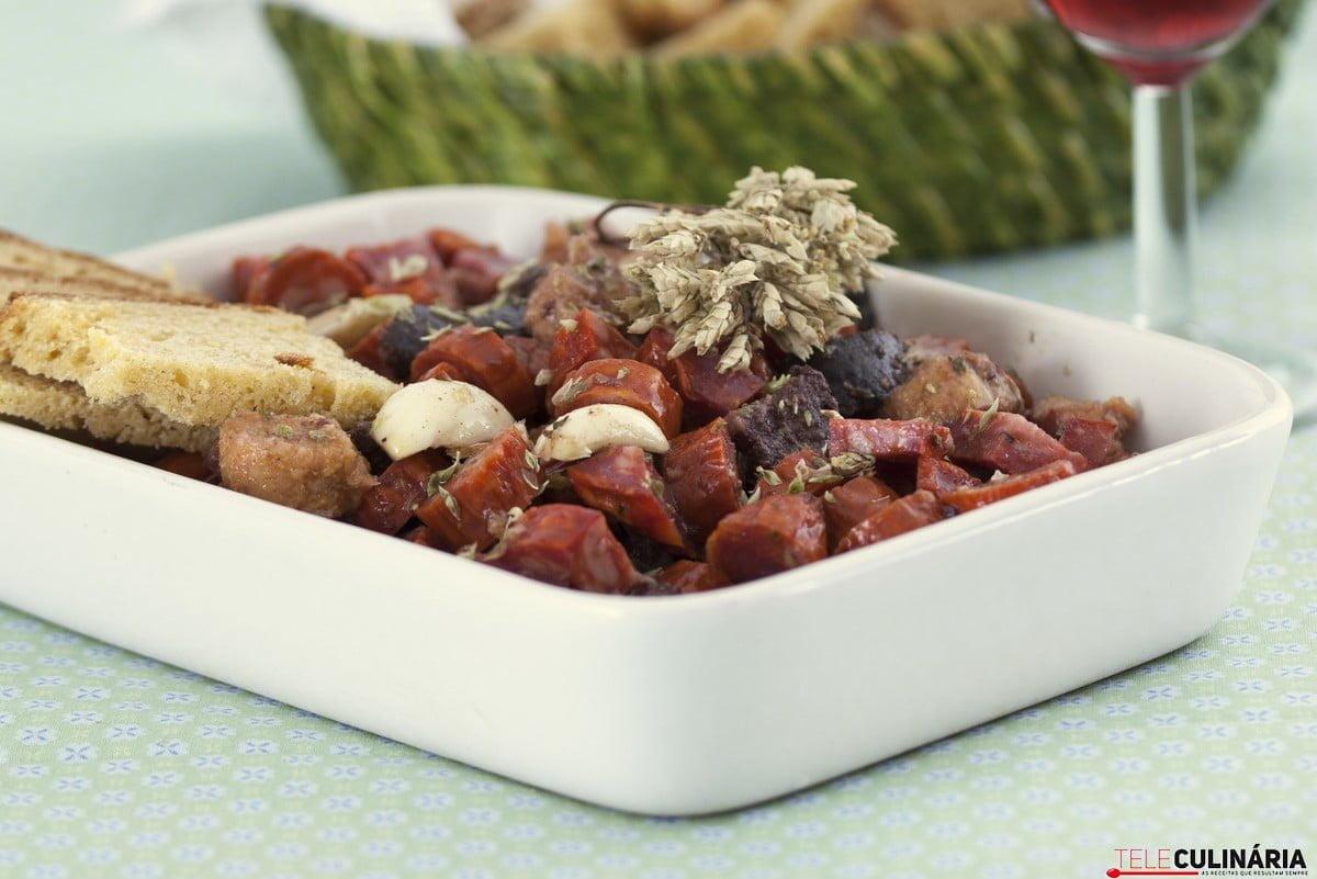 enchidos marinados com broa1