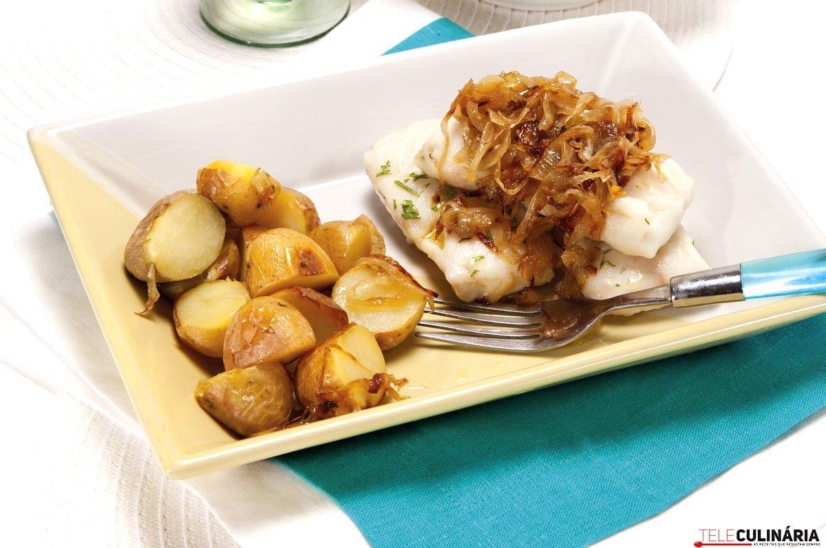 filetes de solha com cebolas caramelizadas