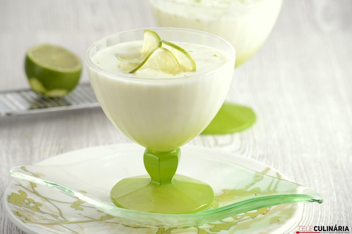 mousse de lima e iogurte