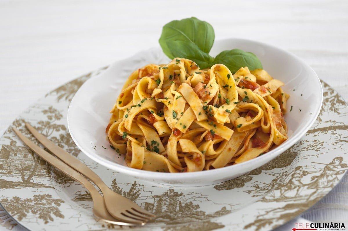 pasta com tomate a italiana