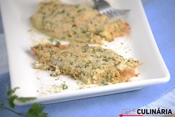 peixe gato com crosta de amendoa e coentros