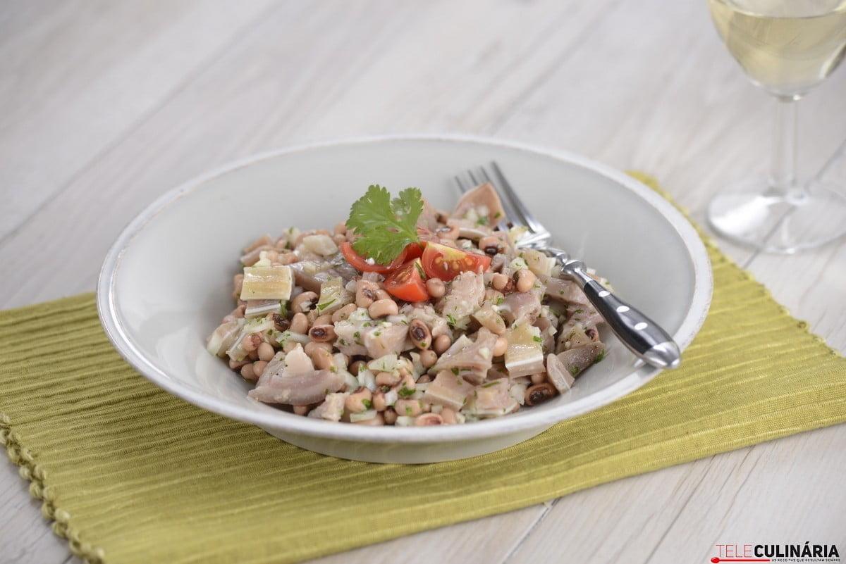 salada de orelha cozida com coentros e feijao frade3