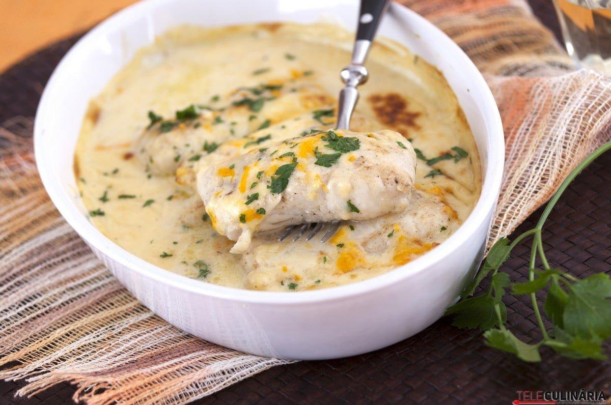supremos de pescada com molho de tres queijos
