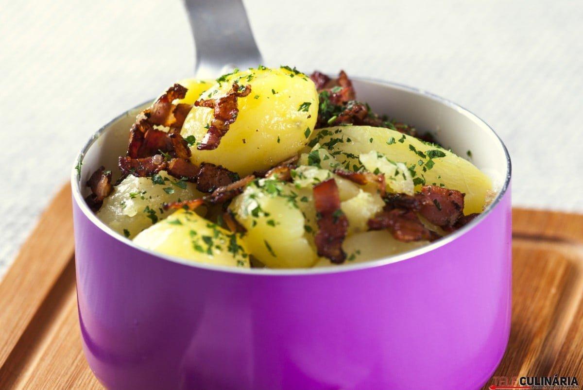 batatas assadas com bacon e salsa