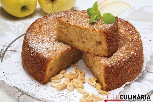 bolo de maca ralada com amendoim
