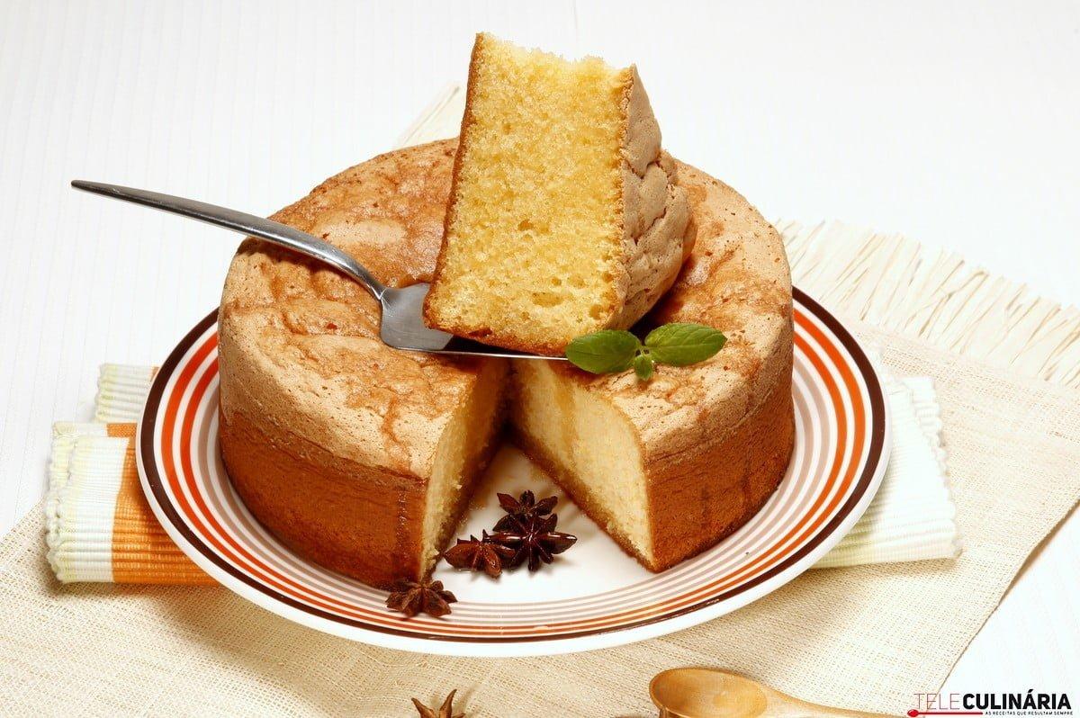 bolo ensopado com calda de anis