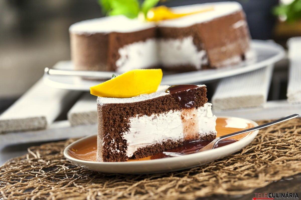 bolo recheado com gelado