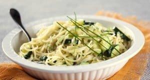 Esparguete de legumes e ervas