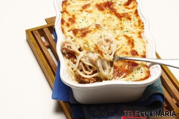 esparguete gratinado com alheira1