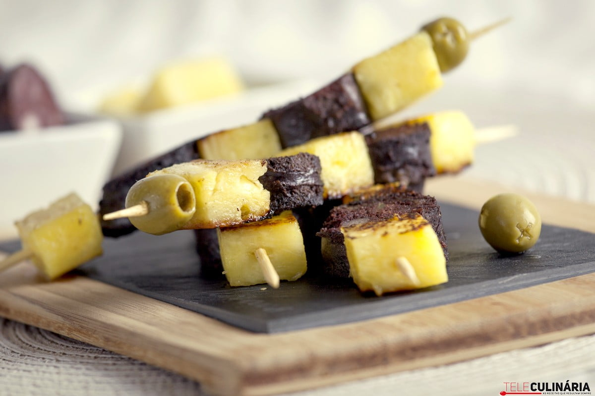espetada de morcela ananas e azeitonas