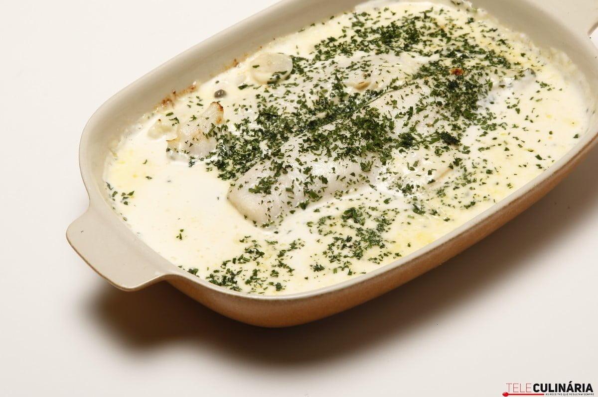 filetes de pescada com natas batatinhas e cenouras no forno