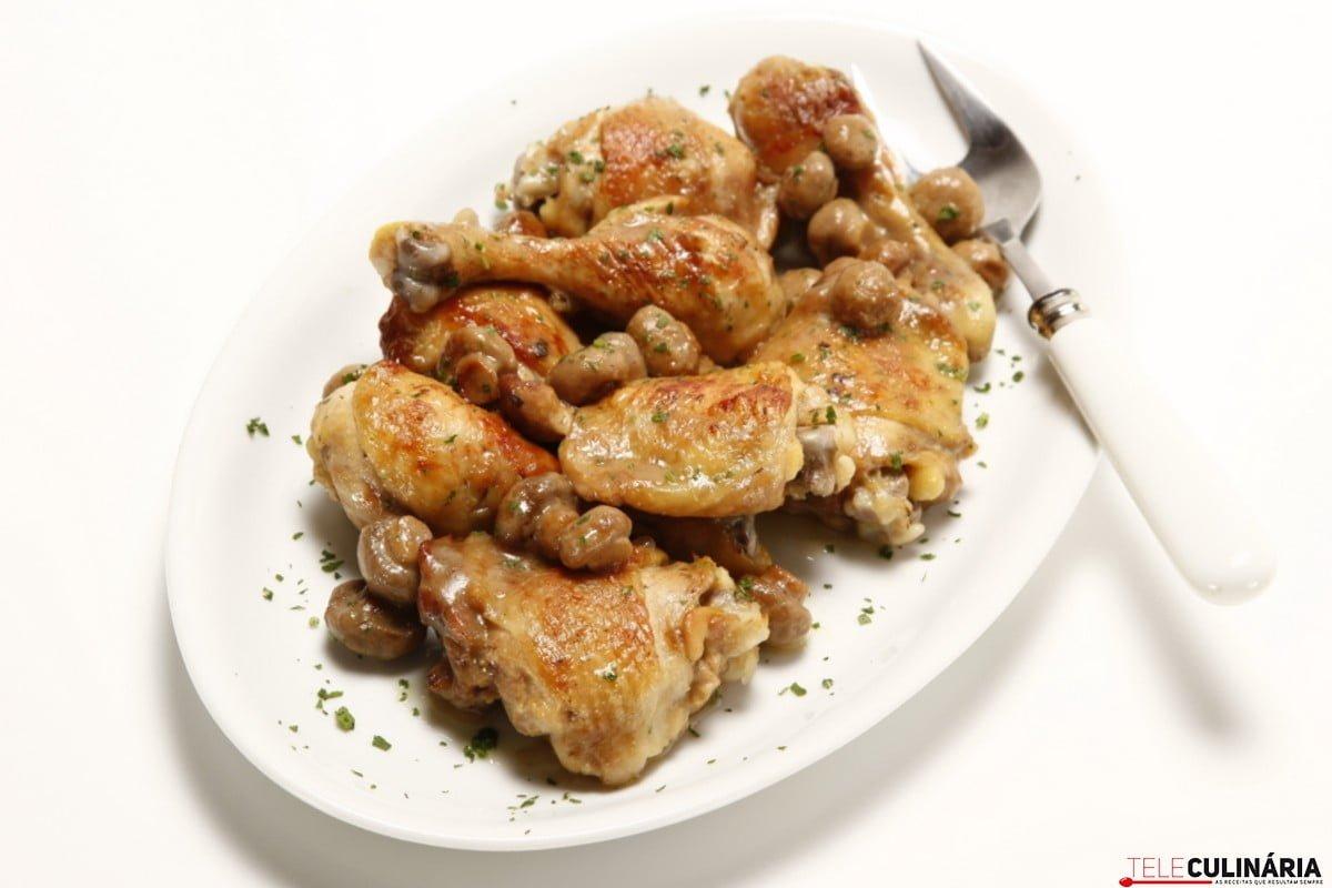 frango dourado com cogumelos