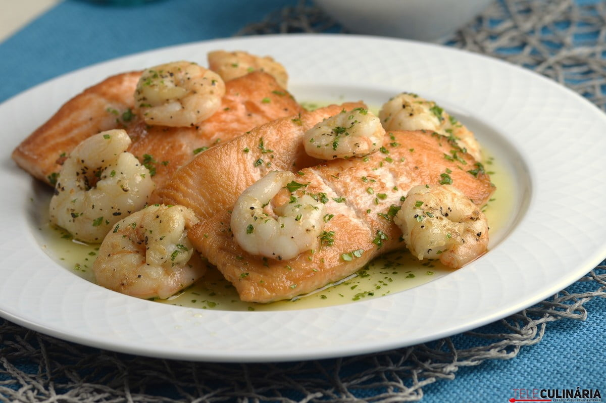 Lombinhos de salmão com camarão