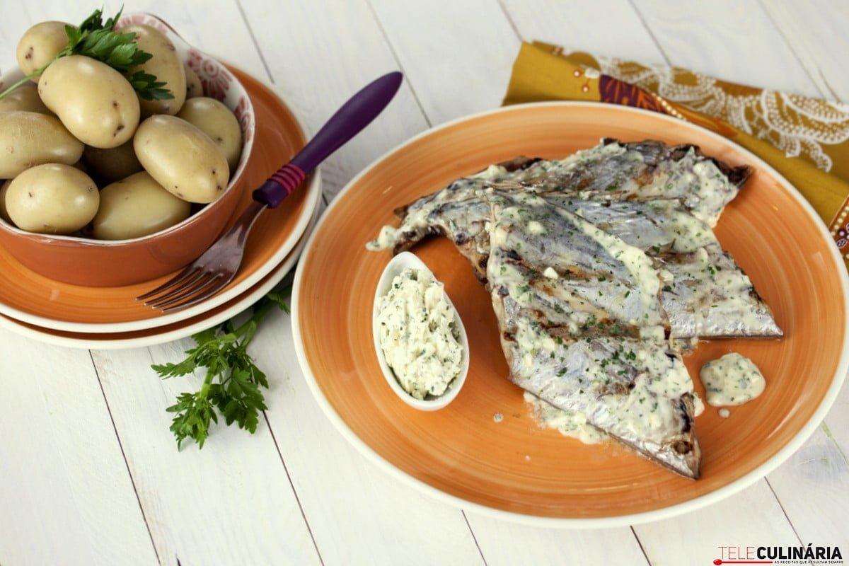 peixe espada com molho de manteiga