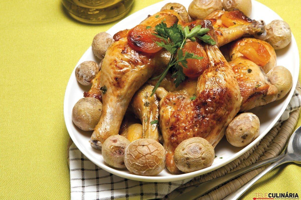 Pernas de frango com alperces e vinho