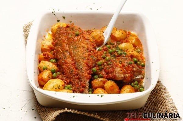 red fish no forno com chourico