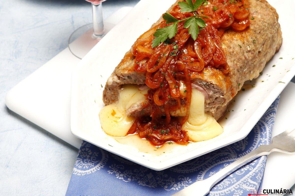 rolo de carne com queijo e fiambre