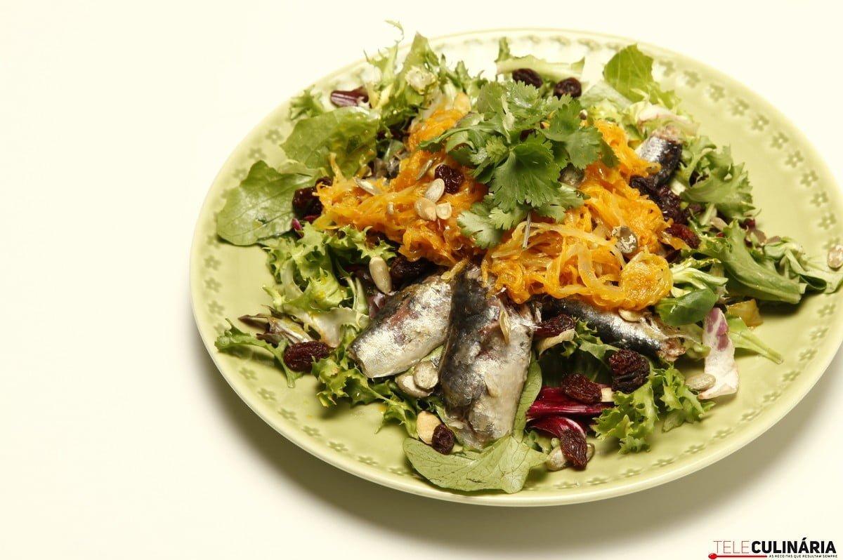 salada de sardinha com escabeche passas e pevides