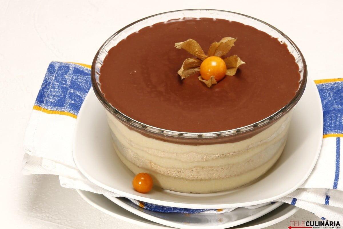 Sobremesa de bolacha com chocolate