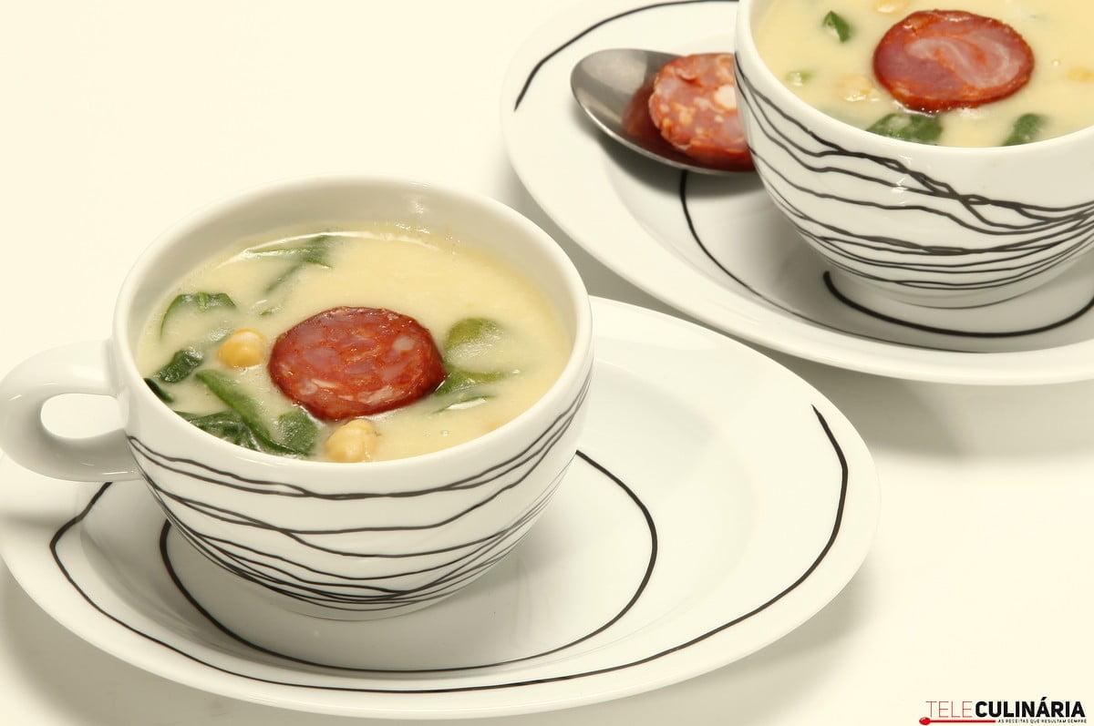 sopa de grao com espinafres e chourico