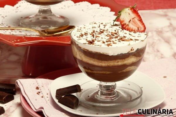 tacas de chocolate e natas