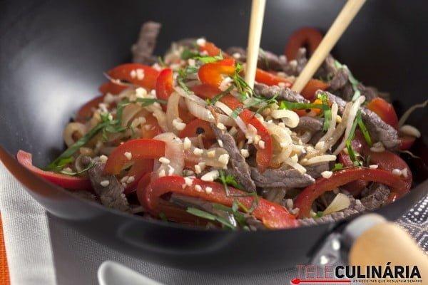 wok de tiras de vaca