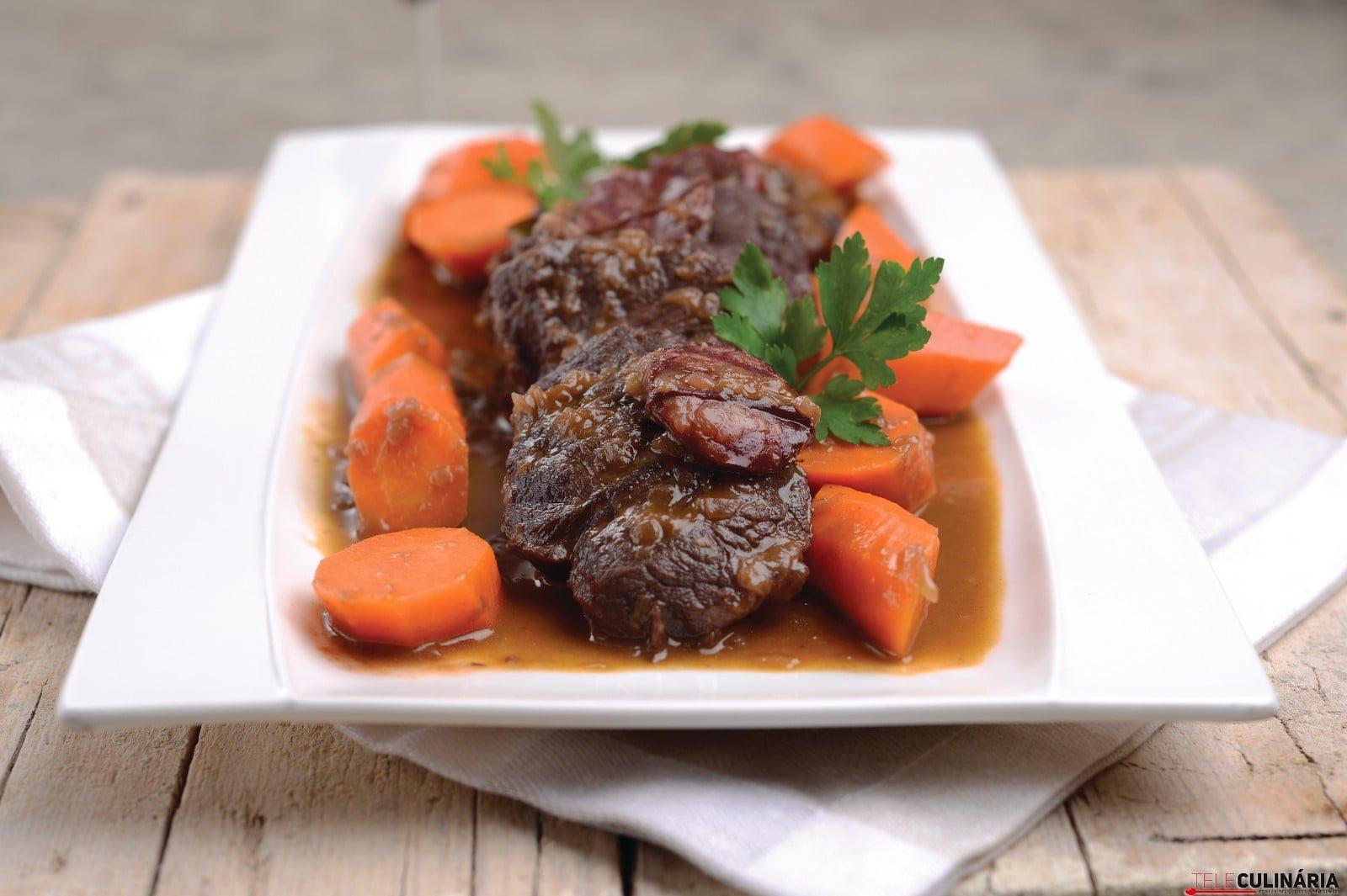 Carne estufada com cenouras 8