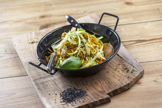 Noodles de cenoura e courgette com frango CHHE-8