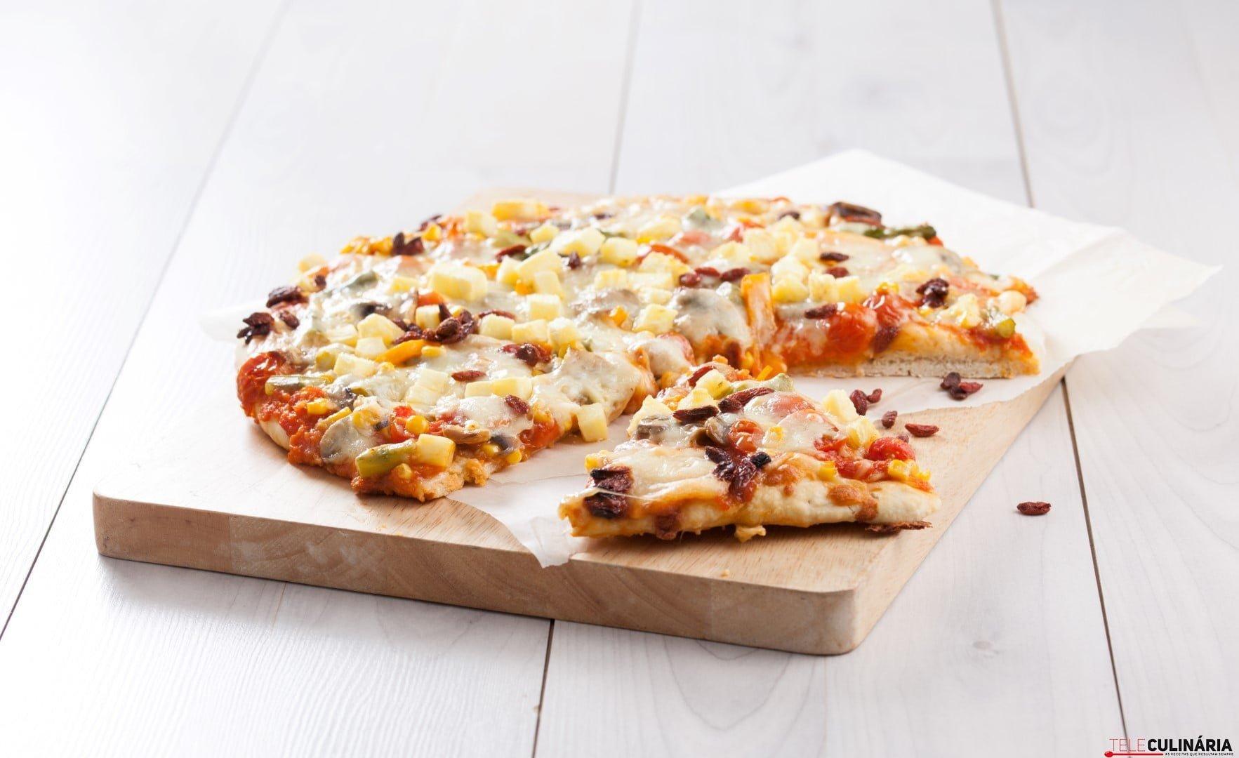 Pizza com legumes e fruta CHLM 2 Large