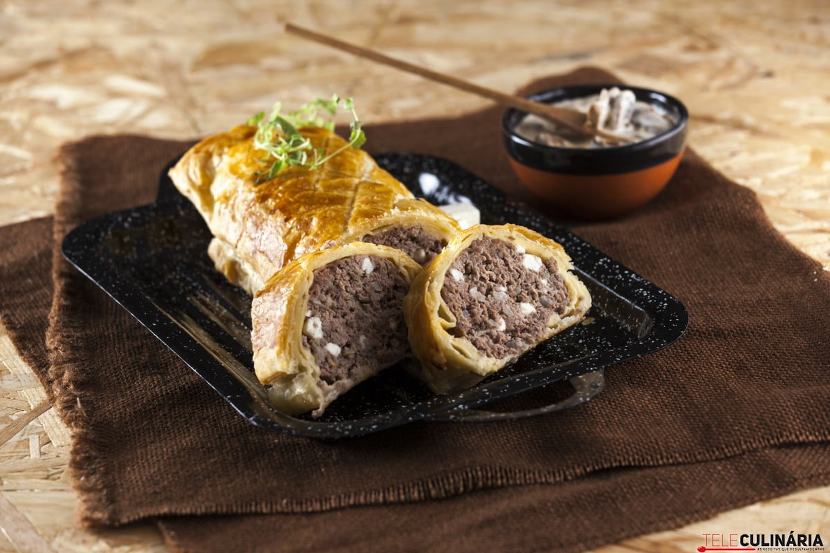 Rolo de carne picada mista com queijo feta CHPS 13