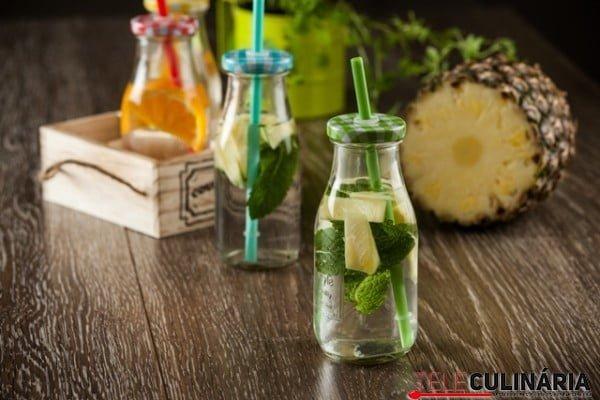 Agua aromatizada de hortelã e ananas