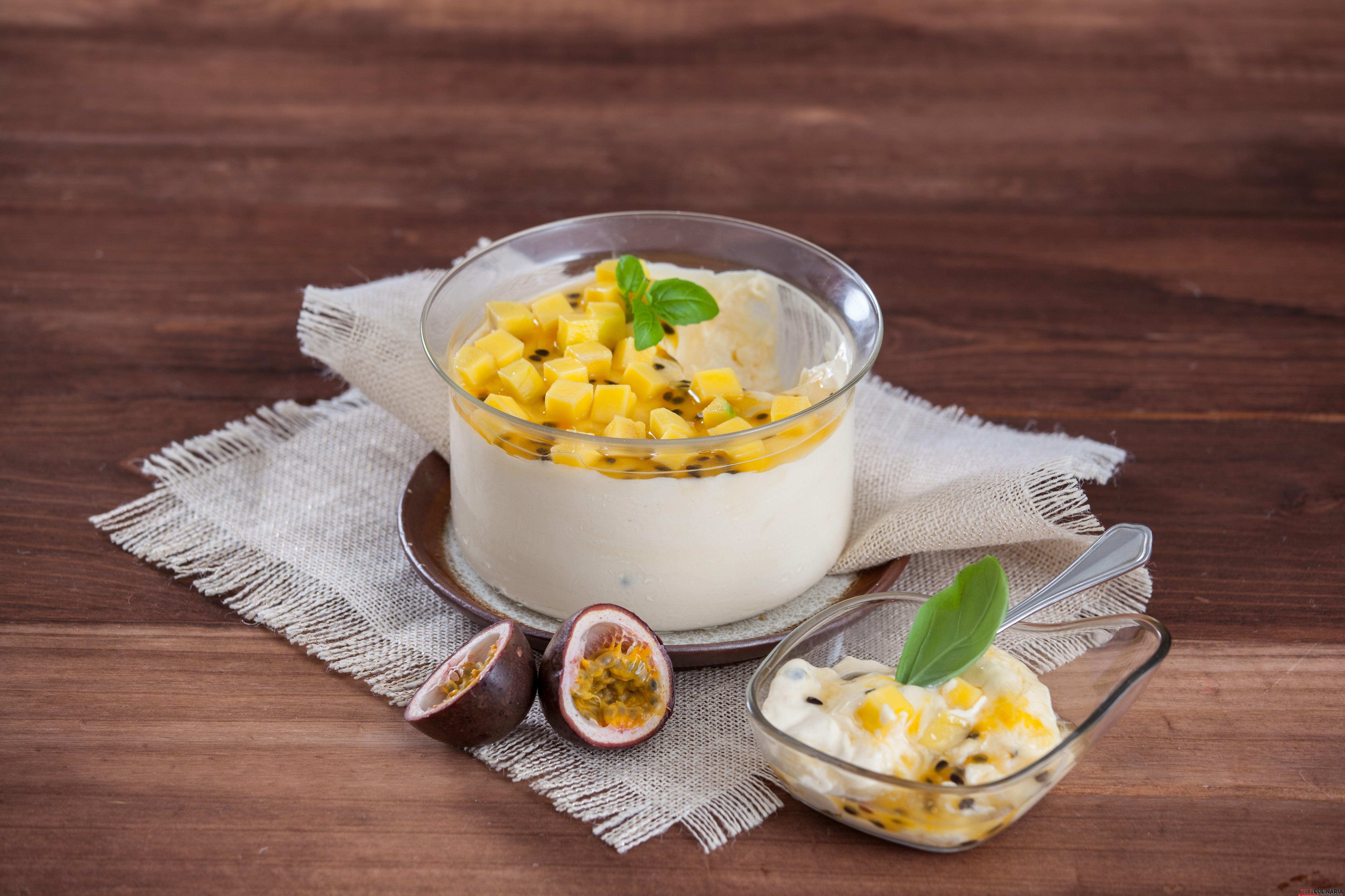 Creme de iogurte com manga e maracujá