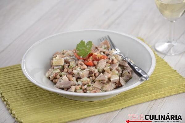 Salada de orelha com feijão frade 2