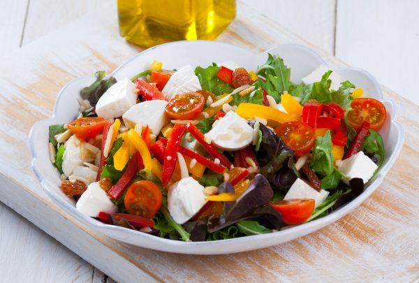Salada mediterrânea com queijo feta