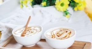 Taças de caramelo frescas