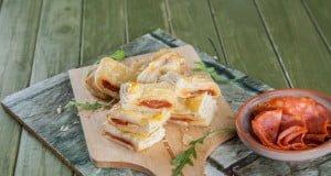 Folhados de queijo com chourição