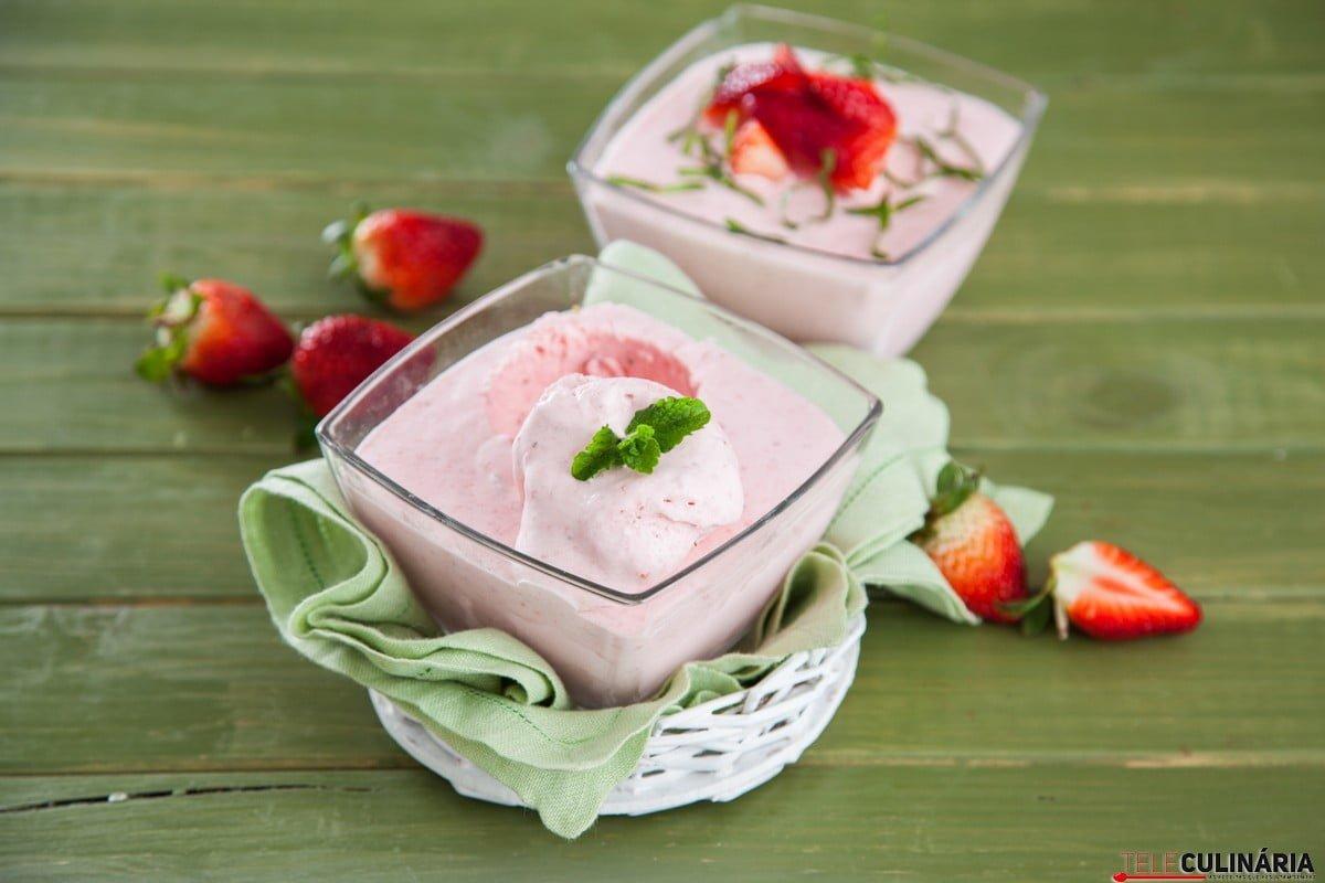 gelado de morango e hortelã
