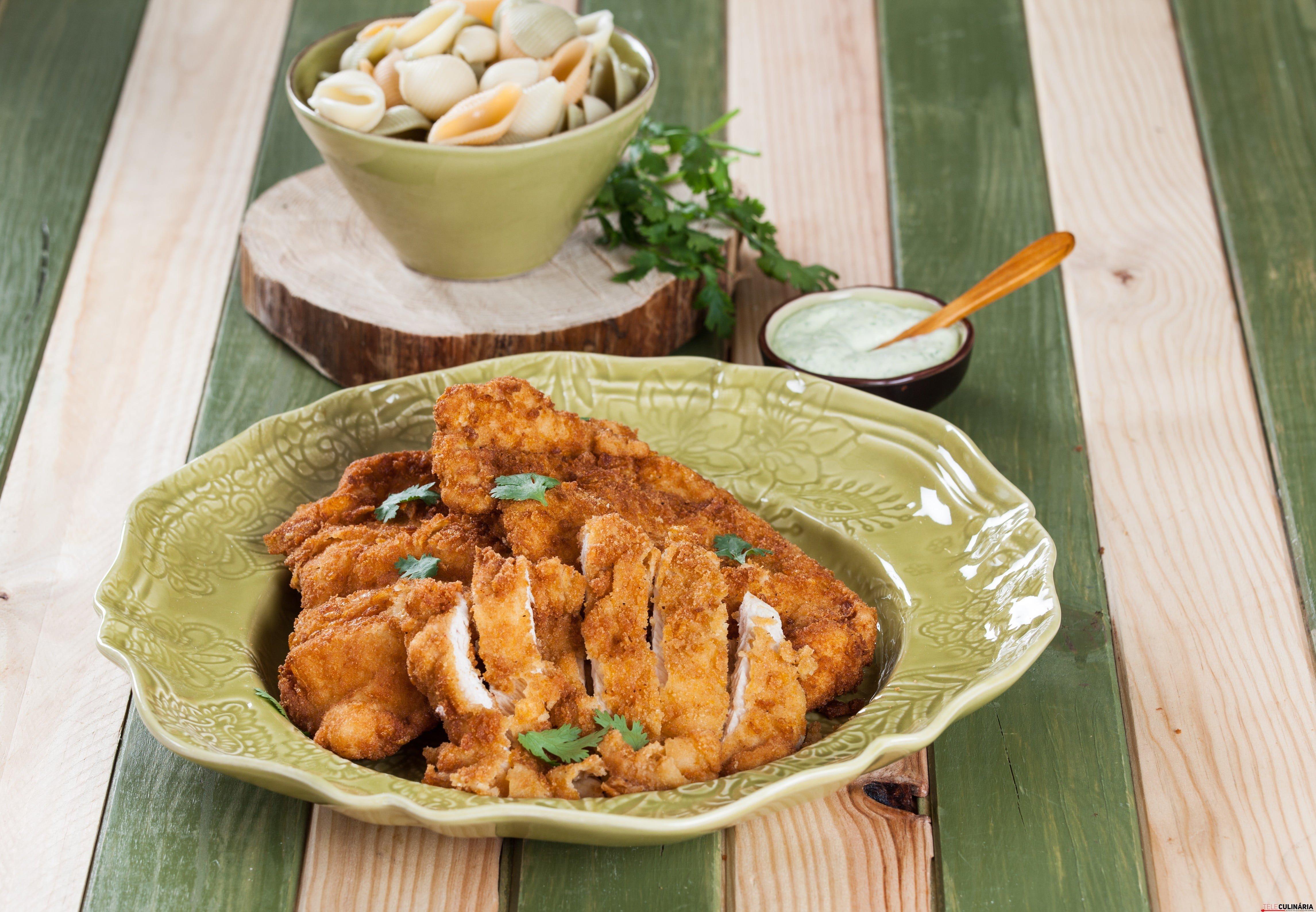 Panados de peru com maionese de alho