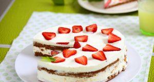 bolo enformado de natas com morangos