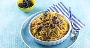 Esparguete de atum com azeitonas
