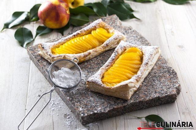 Folhado com pêssego