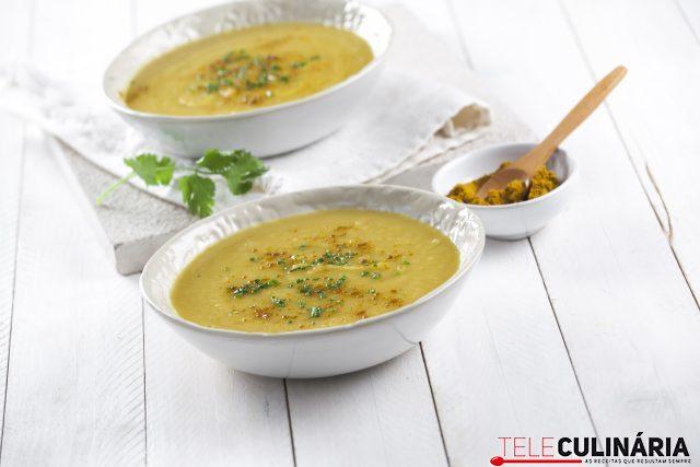 Sopa de batata doce com caril