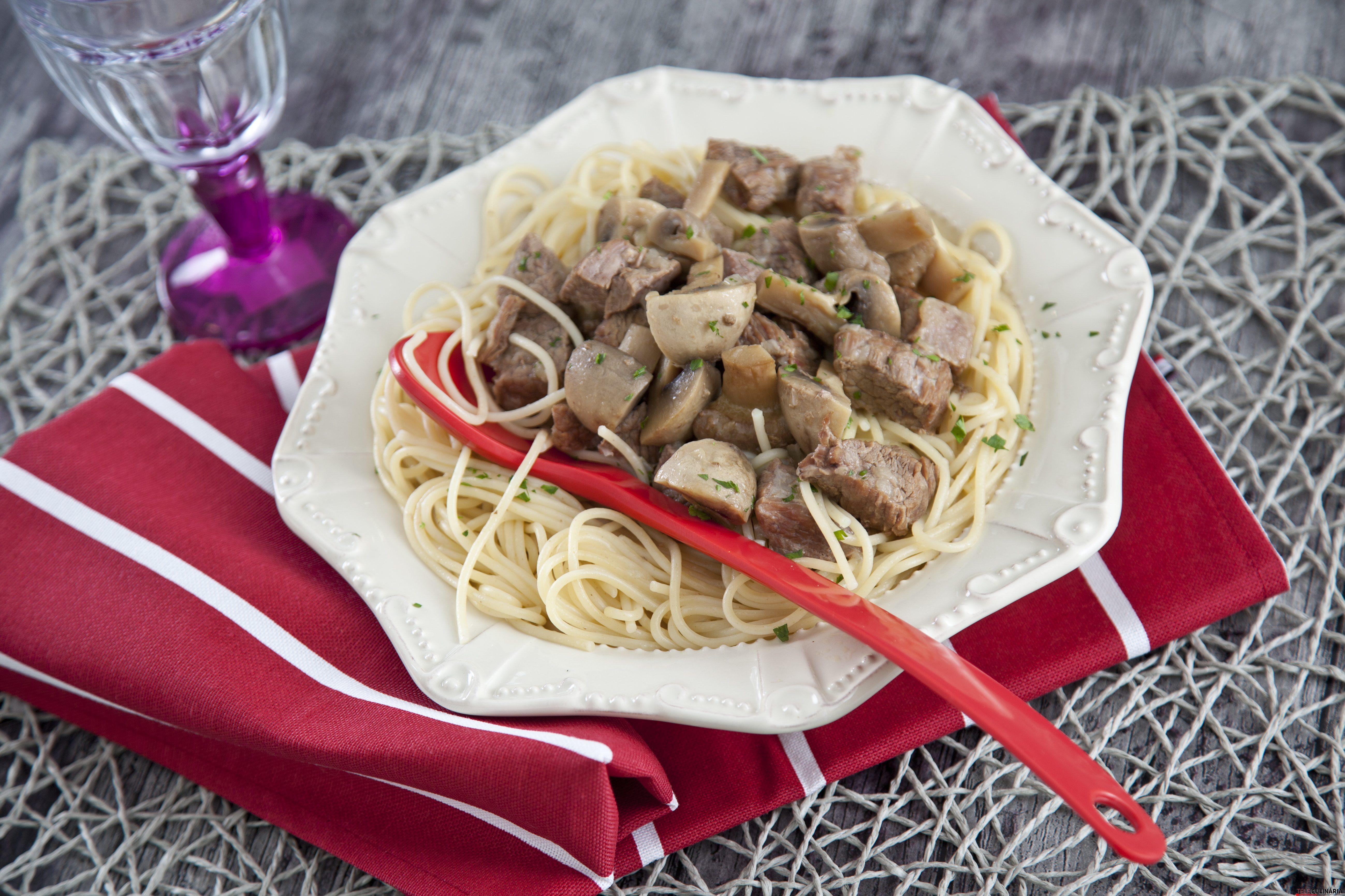 Carne estufada com cogumelos