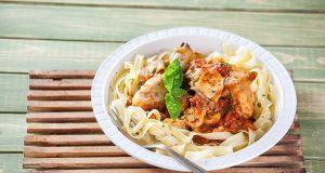 Receita de frango estufado à napolitana com massa