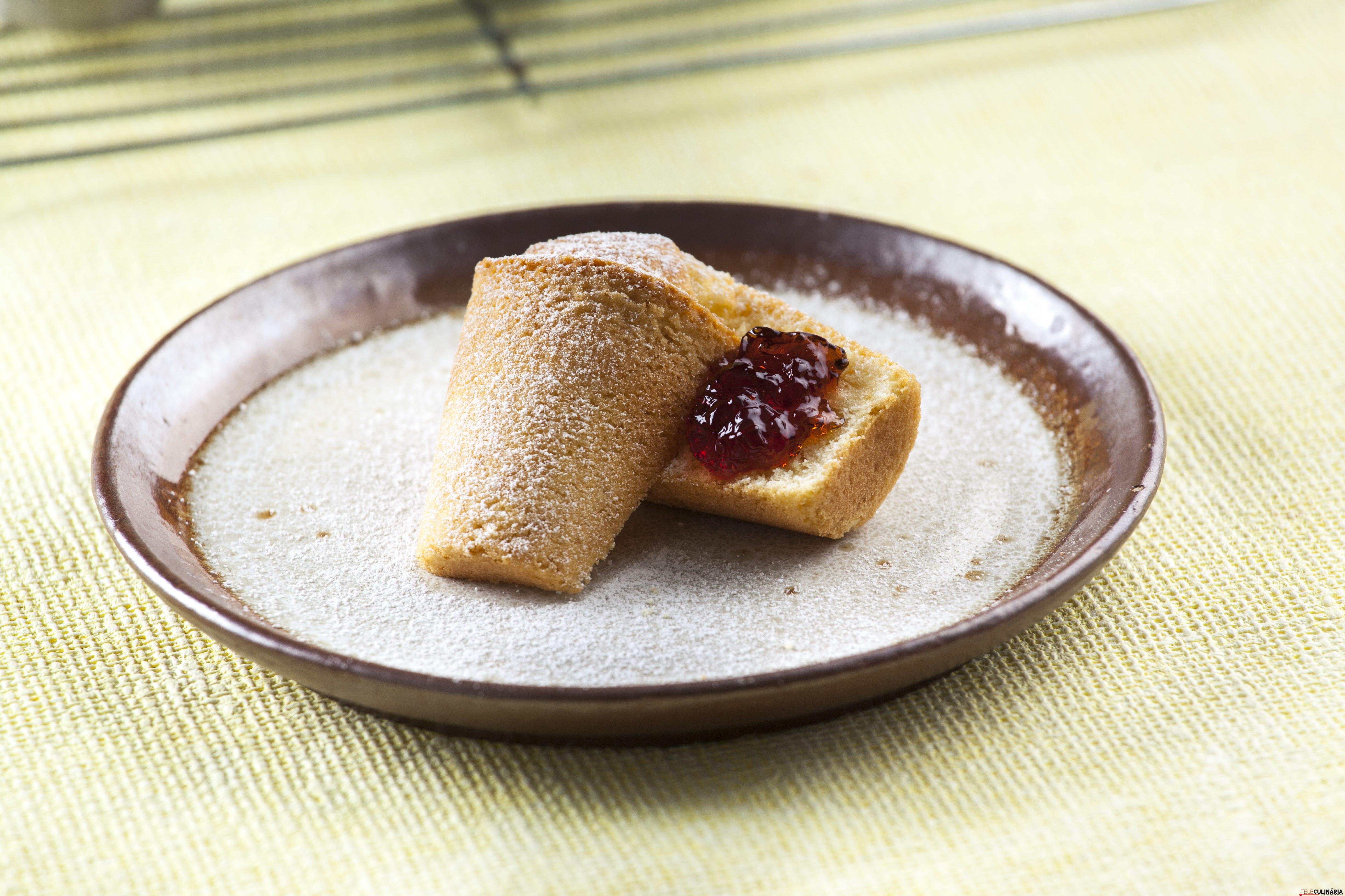 Muffins com geleia de uva