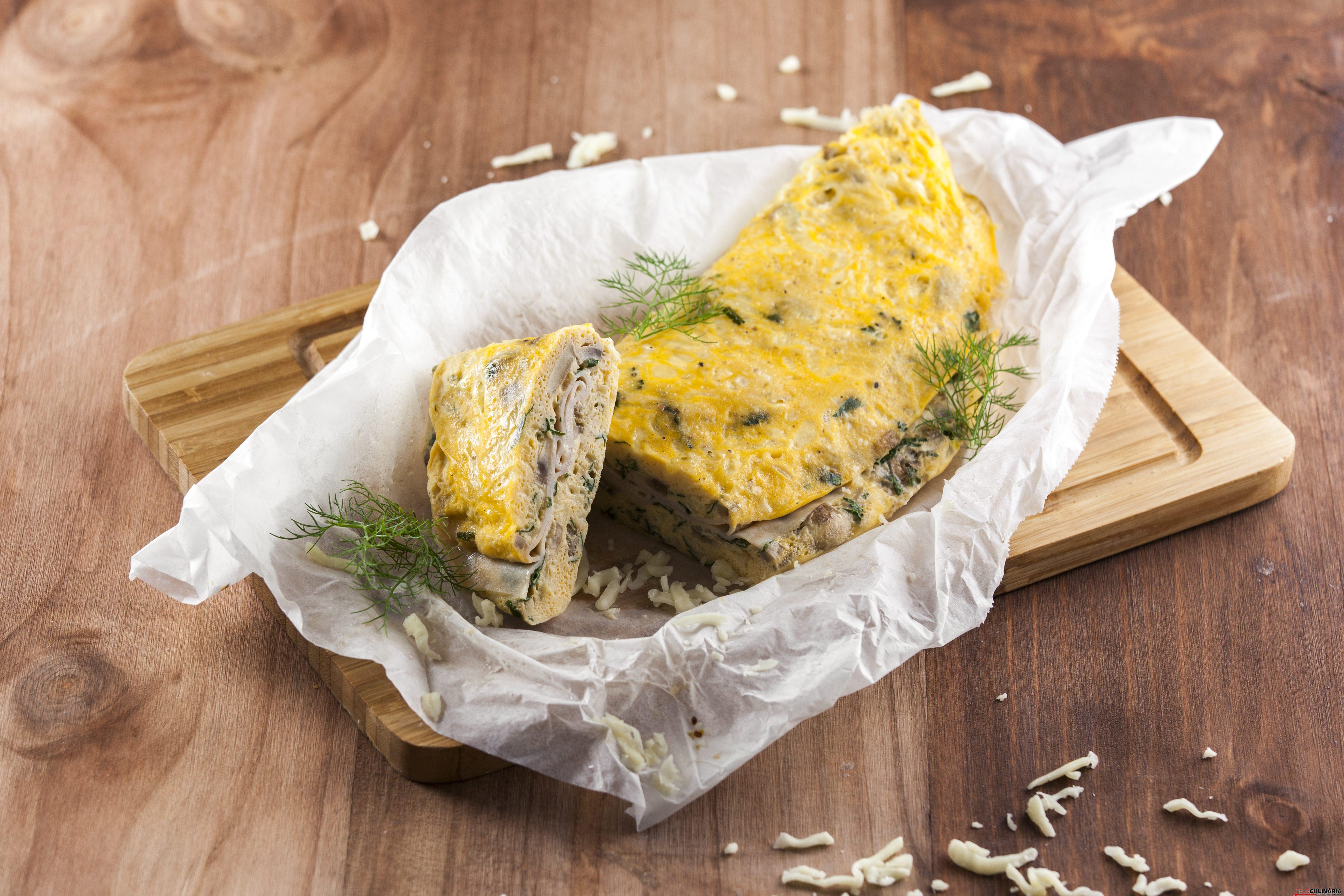 Omelete de cogumelos e fiambre