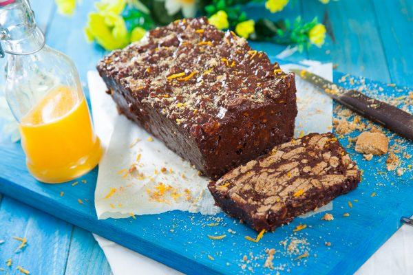 Salame enformado de chocolate com bolachas de aveia e licor de laranja 14